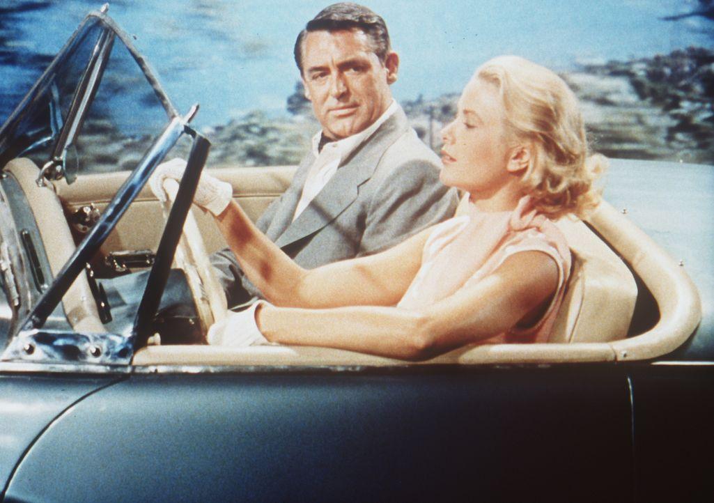 Der ehemalige Juwelendieb John Robie (Cary Grant, l.) freundet sich mit der hübschen Millionenerbin Frances Stevens (Grace Kelly, r.) ... - Bildquelle: Paramount Pictures