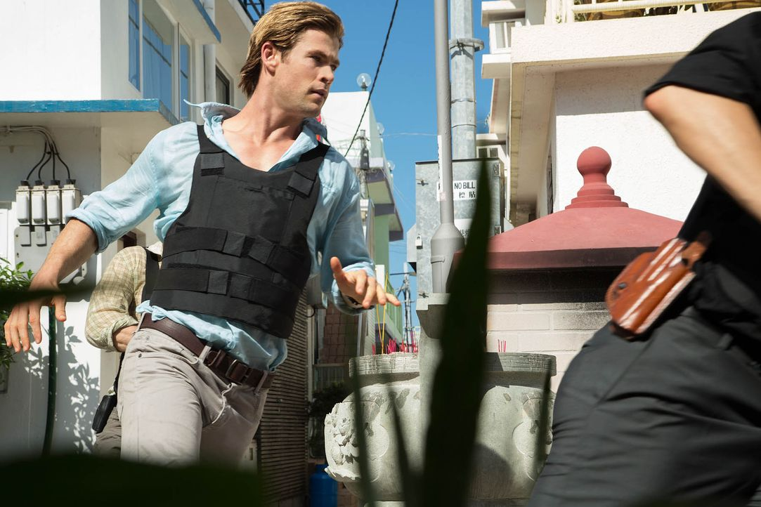Chris-Hemsworth-Blackhat-Universal-Pictures