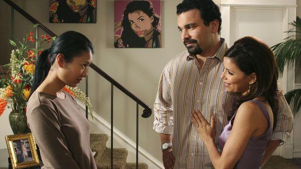 Gabrielle (Eva Longoria, r.) und Carlos (Ricardo Antonio Chavira, M.) nehmen...