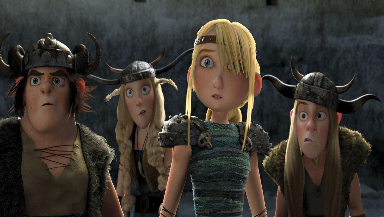 Ängstliche Blicke in den Gesichtern von Astrid (2.v.r.), Rotzbacke (l.) und Co.: Die jungen Wikinger stehen vor ihrem ersten Übungskampf gegen die... - Bildquelle: 2012 by DreamWorks Animation LLC. All rights reserved.