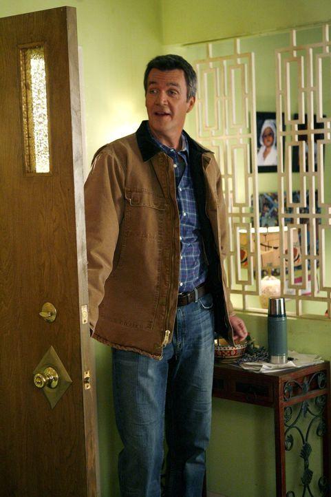 Eigentlich ist es Mikes (Neil Flynn) Schuld, dass die Eingangstür kaputt geht, doch Frankie besteht darauf, dass Axl sie reparieren soll ... - Bildquelle: Warner Brothers