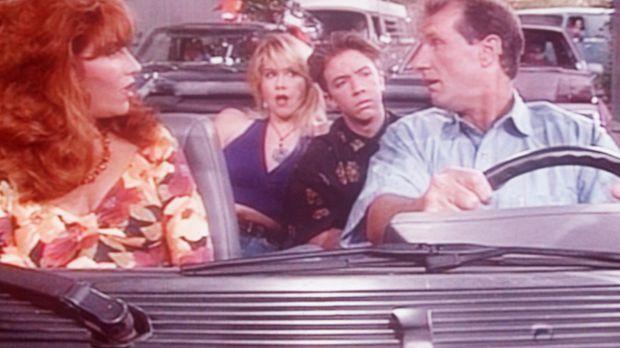 Während sich Al (Ed O'Neill, r.), Kelly (Christina Applegate, 2.v.l.) und Bud...