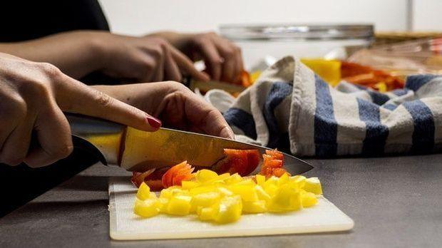 Messer- Gemüse schneiden
