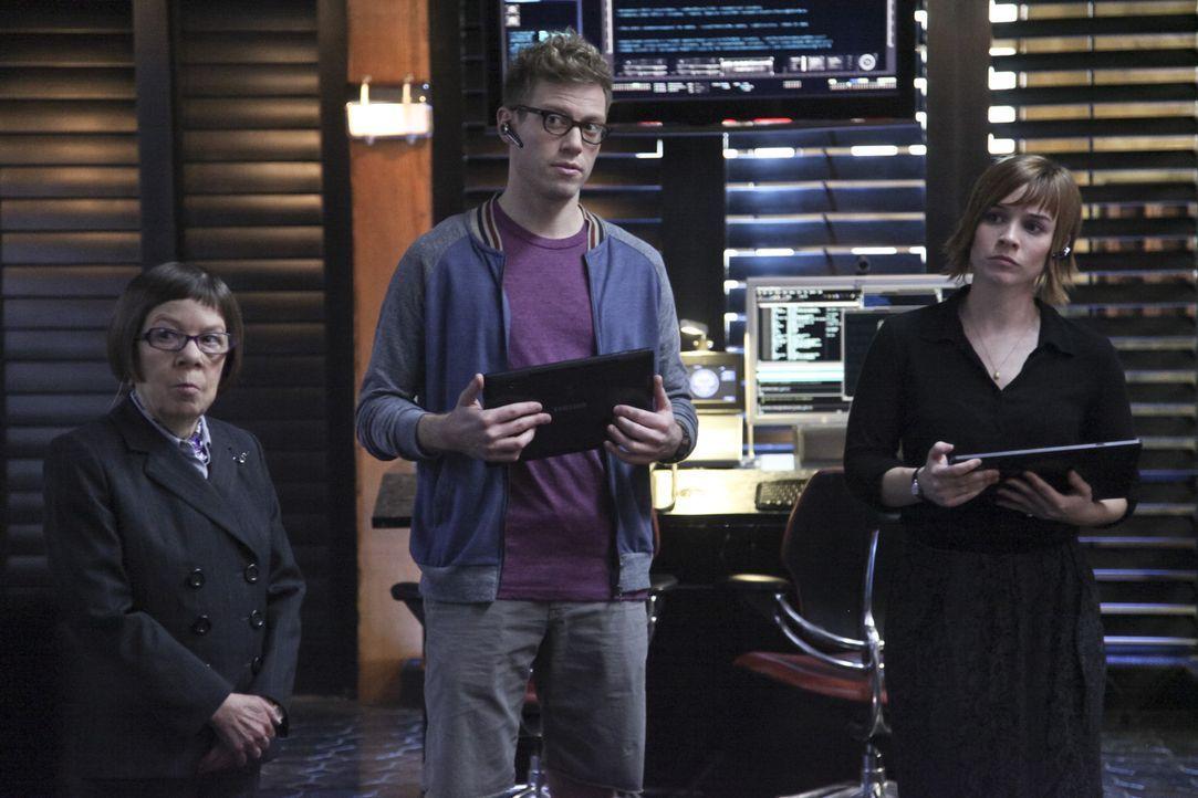 Ein neuer Fall beschäftigt Hetty (Linda Hunt, l.), Eric (Barrett Foa, M.) und Nell (Renée Felice Smith, r.) ... - Bildquelle: CBS Studios Inc. All Rights Reserved.