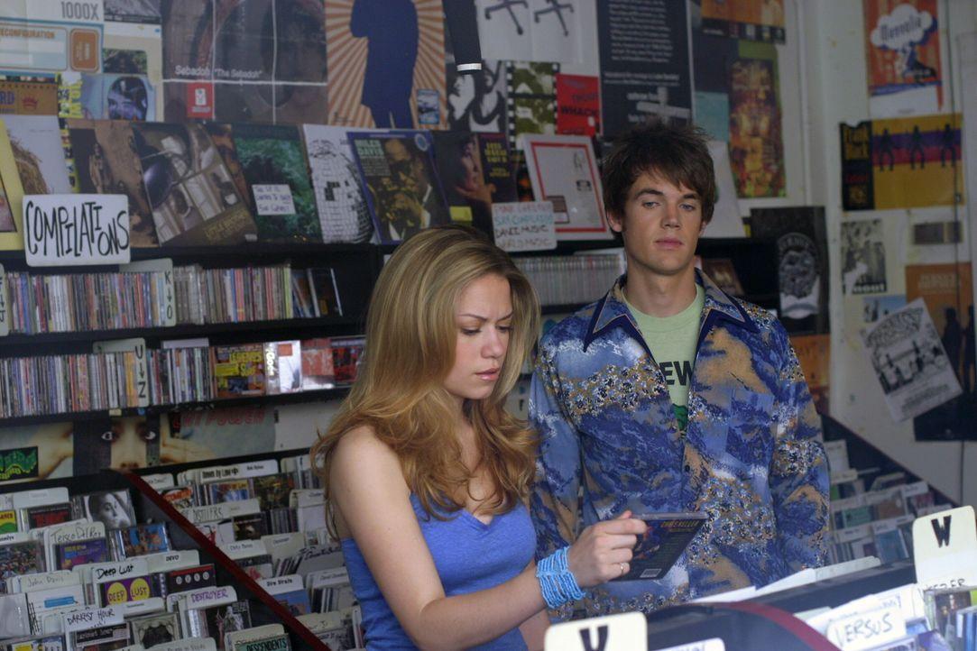 Nathan bittet Chris (Tyler Hilton, r.), dass er Haley (Bethany Joy Galeotti, l.) davon überzeugt, wieder Musik zu machen ... - Bildquelle: Warner Bros. Pictures