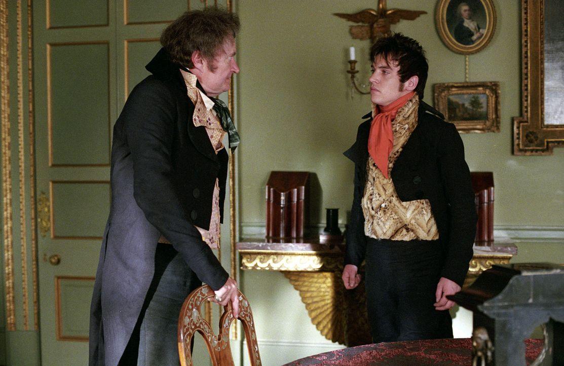 Nachdem Mr. Osborne (Jim Broadbent, l.) Amelia Familie in den Ruin getrieben hat, ist er gegen die Hochzeit zwischen ihr und seinem Sohn (Jonathan R... - Bildquelle: Granada Film Productions