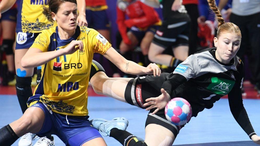 Meike Schmelzer (r.) traf gegen Tschechien siebenmal - Bildquelle: AFPSIDFRED TANNEAU