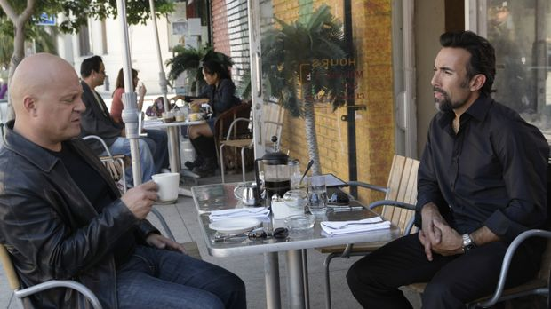Glaubt Beltran (Francesco Quinn, r.) Mackey (Michael Chiklis, l.), dass er Pe...
