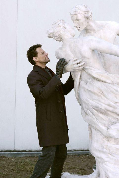 Durch die Ermittlungen bei den Balletttänzern wird Henry (Ioan Gruffudd) an eine Zeit in seinem Leben erinnert, bei der Drogen seine Beziehung zerst... - Bildquelle: Warner Bros. Television