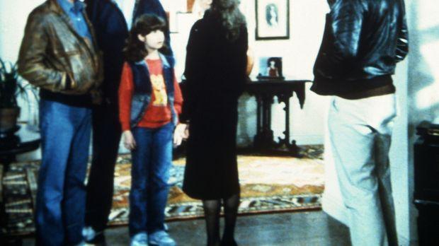 Jonathan (Michael Landon, l.) und Mark (Victor French, 2.v.l.) bringen die Au...