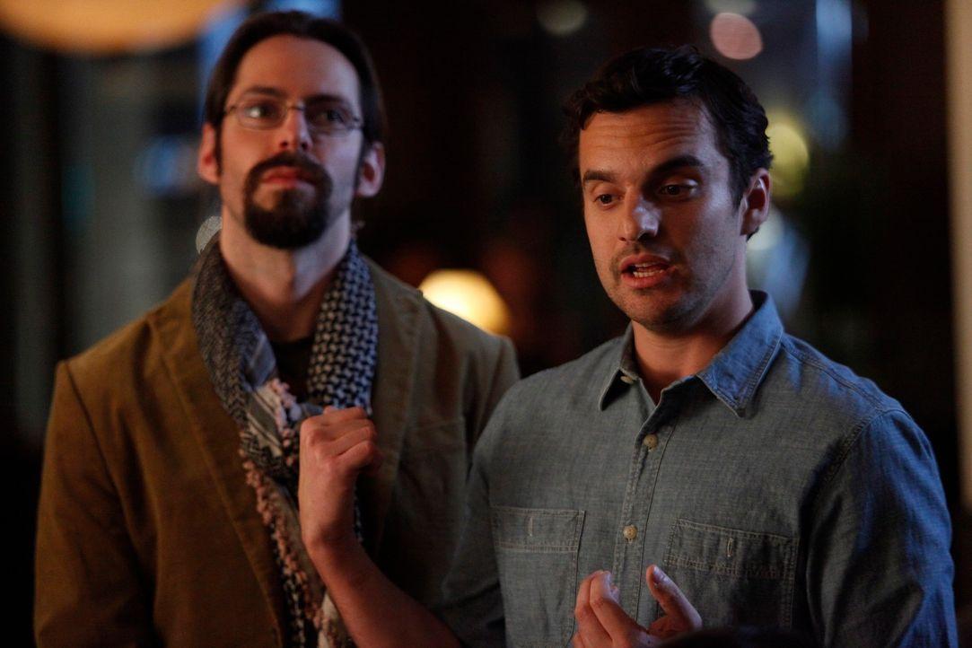 Nick (Jake M. Johnson, r.) bekommt Besuch von einem alten Collegefreund Dirk (Martin Starr, l.), der ihm dabei helfen will, über Julia hinwegzukomme... - Bildquelle: 20th Century Fox