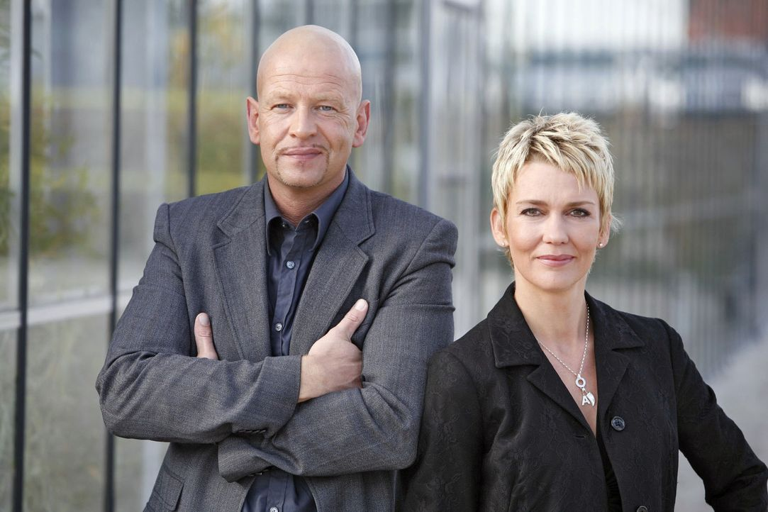 Die Kommissare Michael Naseband und Alexandra Rietz - Bildquelle: Holger Rauner Sat.1