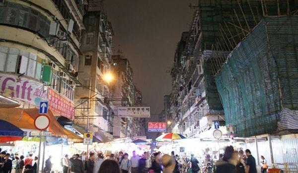 Hong Kong bei Nacht - Bildquelle: Kevin Li