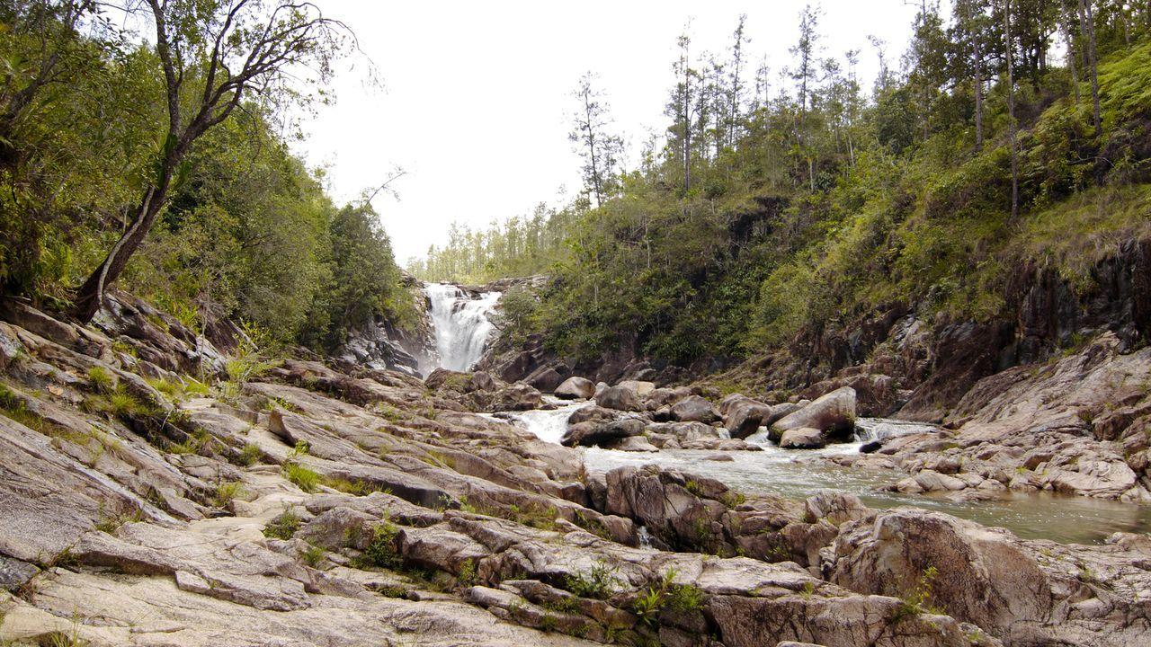 """Schon aus der Weite sind die """"Big Rock Falls"""" in Belize sehr beeindruckend ... - Bildquelle: 2017,The Travel Channel, L.L.C. All Rights Reserved"""