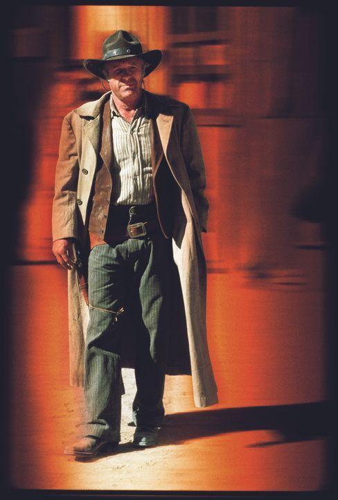 Gefängnisboss Flinders (James Caan) entwickelt zarte Gefühle für Witwe Maria. Sein Gangsterfreund Mike funkt dazwischen ... - Bildquelle: Paramount Pictures