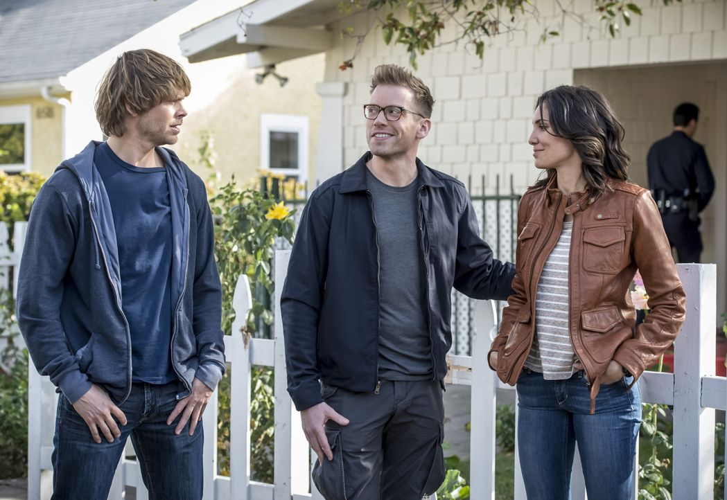 Während Sam und Callen in Russland ermitteln, begeben sich in Los Angeles Kensi (Daniela Ruah, r.), Deeks (Eric Christian Olsen, l.) und Eric (Barre... - Bildquelle: Neil Jacobs 2015 CBS Broadcasting, Inc. All Rights Reserved.