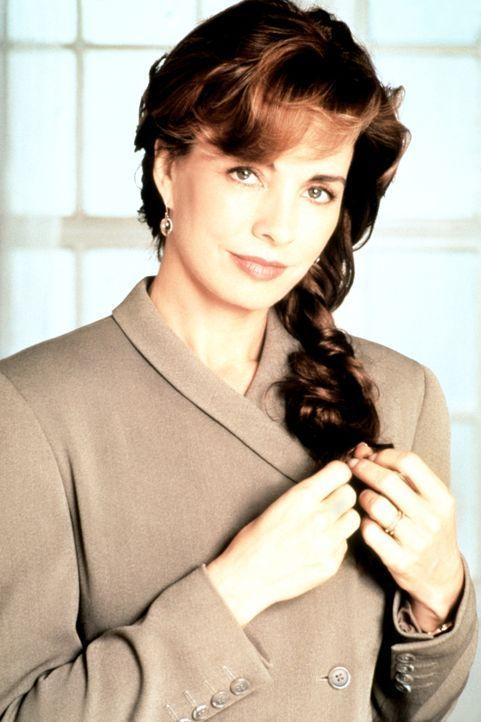 Die attraktive Cathy Ryan (Anne Archer) muss, nachdem ihr Mann, ein CIA-Agent, einen Anschlag auf das englische Königshaus abwendete, um ihr Leben f... - Bildquelle: Paramount Pictures
