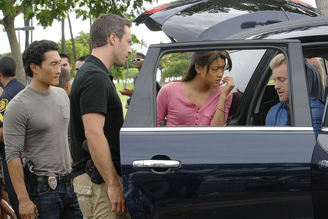 In Waikiki wird am helllichten Tag ein Geldtransporter überfallen und entführt - die Täter erschießen zwei Wachen. Kurze Zeit später findet das Team... - Bildquelle: TM &   2010 CBS Studios Inc. All Rights Reserved.