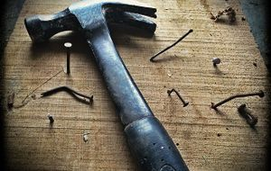 hammer-nagel-brett