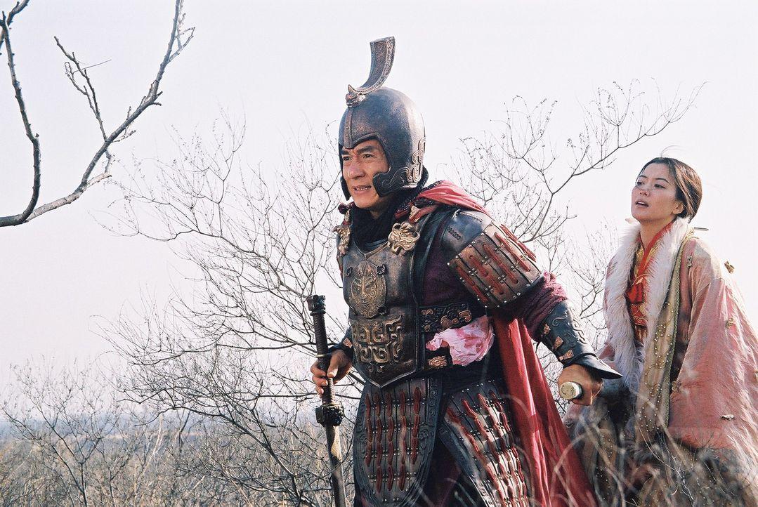 Reinkarnation: Noch ahnt der Archäologe Dr. Jack Chan (Jackie Chan, l.), der von Träumen geplagt wird, in denen er ein seit 2000 Jahren toter, chi... - Bildquelle: Splendid