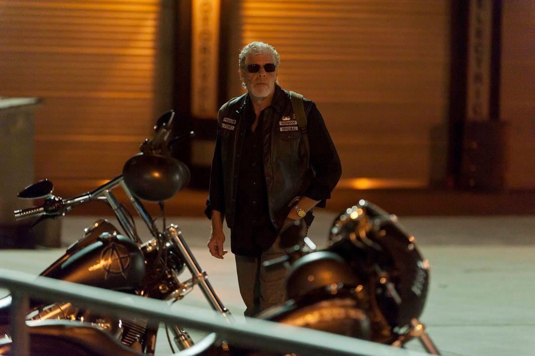 Clay (Ron Perlman) gibt einen Auftrag, den er schnell bereuen wird ... - Bildquelle: 2011 Twentieth Century Fox Film Corporation and Bluebush Productions, LLC. All rights reserved.