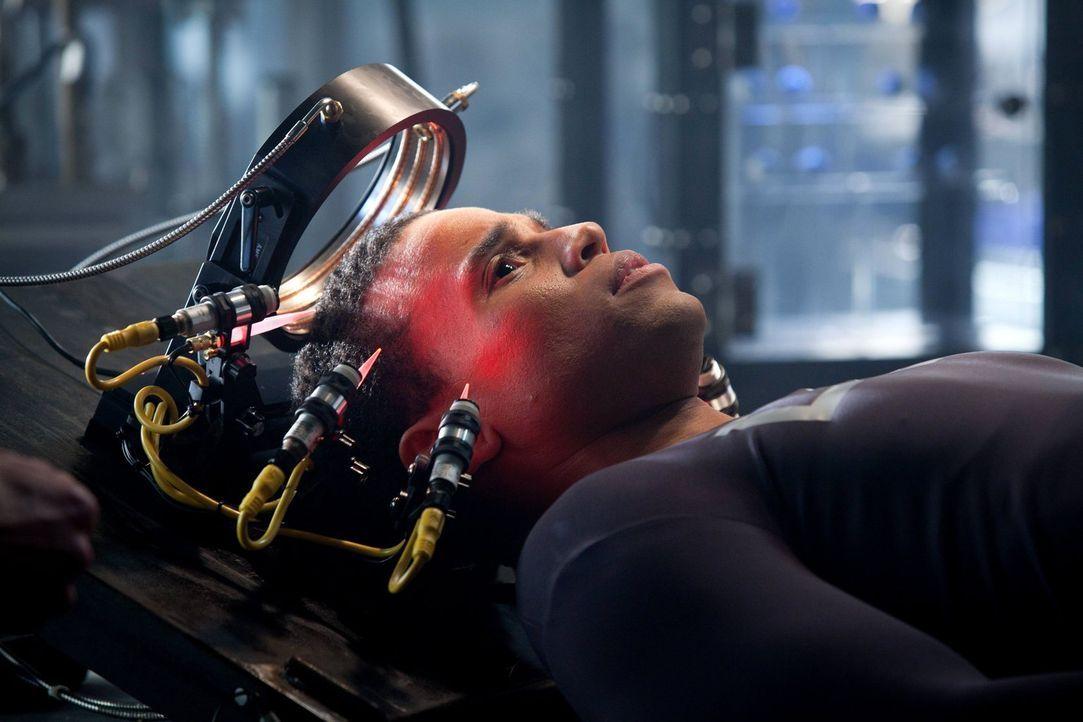 Nach vielen Jahren wird Dorian (Michael Ealy) wieder zum Leben erweckt und versucht, seinen Platz in der neuen Welt zu finden ... - Bildquelle: Warner Bros. Television