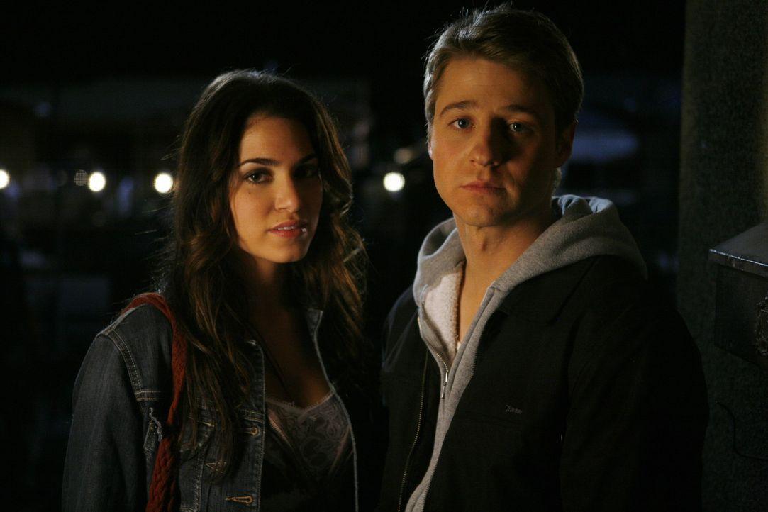 Auf der Suche nach Johnnys Vater, kommen sich Ryan (Benjamin McKenzie, r.) und Sadie (Nikki Reed, l.) näher ... - Bildquelle: Warner Bros. Television