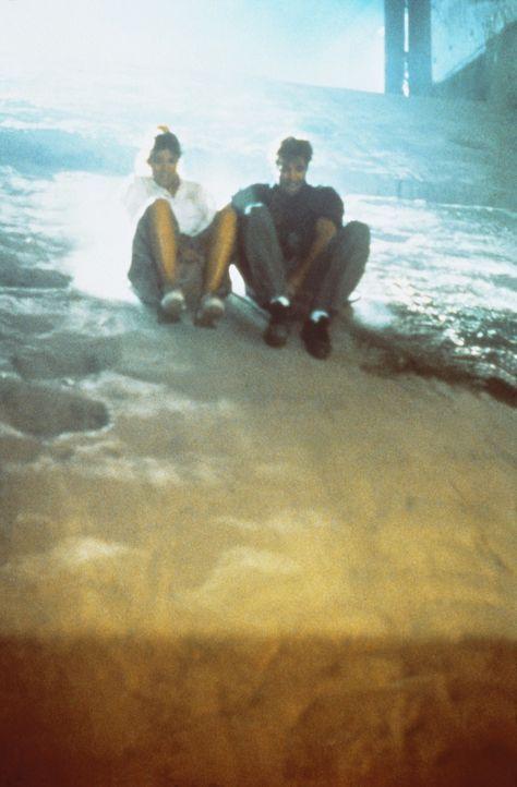 In Ägypten sind der Archäologe Jake (Jeff Fahey, r.) und die schöne Rene (Camilla More, l.) auf der Jagd nach dem Schatz Alexanders des Großen ... - Bildquelle: Metro-Goldwyn-Mayer