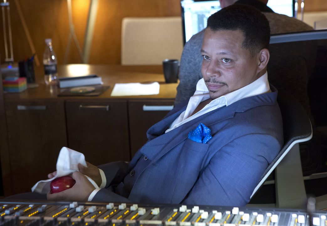 Gespannt beobachtet Lucious (Terrence Howard), wie sich seine Familie im Aufnahmestudio schlägt ... - Bildquelle: 2015 Fox and its related entities.  All rights reserved.
