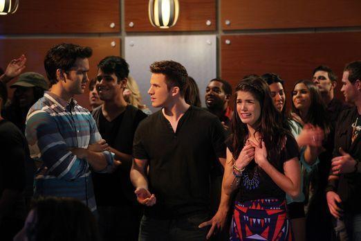 90210 - Liam (Matt Lanter, M.) und Navid (Michael Steger, l.) tun alles dafür...
