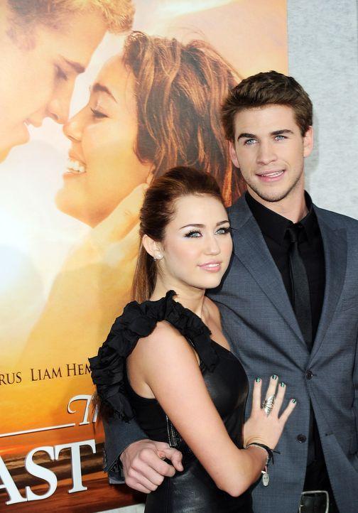 Miley-Cyrus-Liam-Hemsworth-100325-1-getty-AFP - Bildquelle: getty-AFP