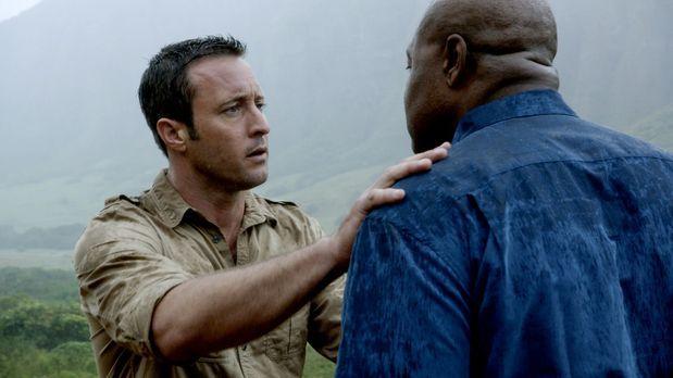 Hawaii Five-0 - Lou (Chi McBride, r.) bekommt Besuch von seinem alten Polizei...