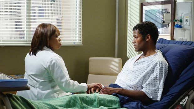 Bens Bruder Kurt (Benjamin Patterson, r.) wird ins Krankenhaus eingeliefert....