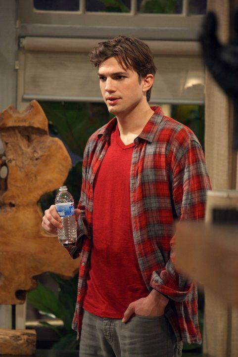 Hat einen besonderen Plan um das Sexleben mit Zoey aufzumischen: Walden (Ashton Kutcher) ... - Bildquelle: Warner Brothers Entertainment Inc.