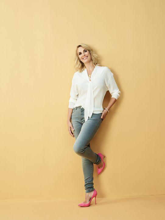 Moderatorin Britt Hagedorn verhilft nicht nur den Modemuffeln zu einem neuen Look, sondern auch bei der Lebensgestaltung wird mit Rat und Tat zur Se... - Bildquelle: Günther Philipp SAT.1 Gold