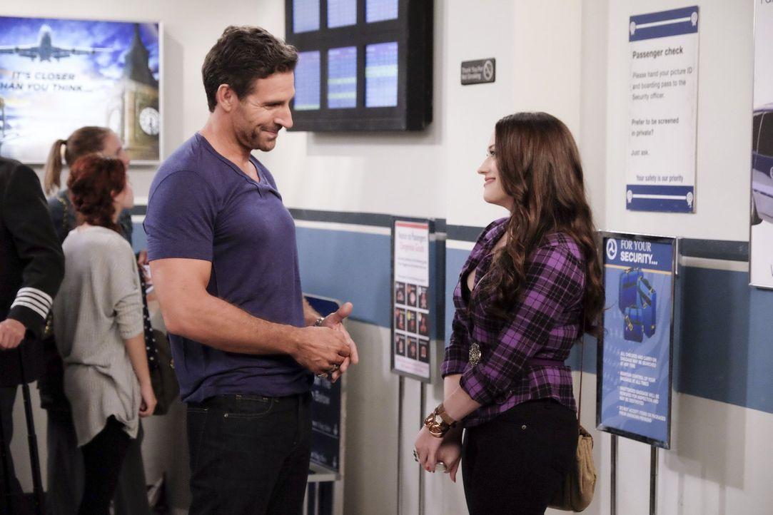 Wie wird das Treffen zwischen Randy (Ed Quinn, l.) und Max (Kat Dennings, r.) verlaufen? - Bildquelle: Warner Bros. Television