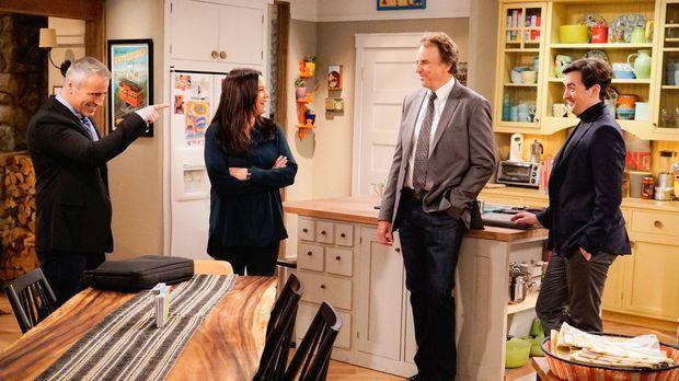 Andi (Liza Snyder, 2.v.l.) bringt Adam (Matt LeBlanc, l.) dazu, mit Lowell (M...
