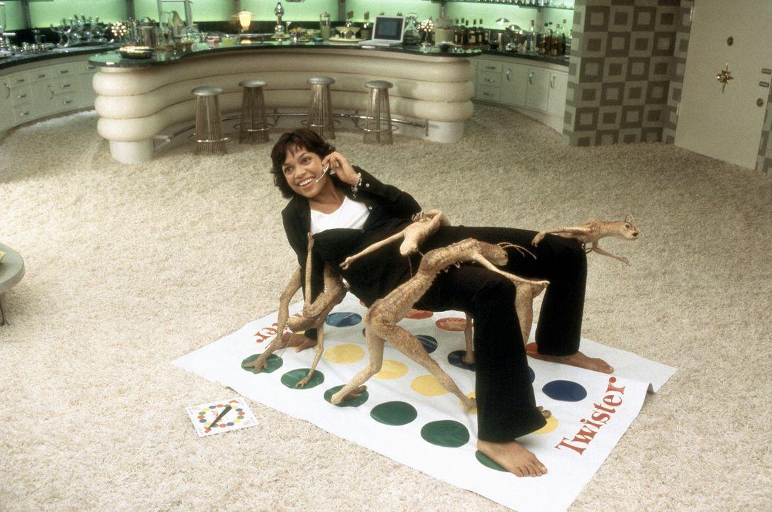 Ein kleines Spiel mit Freunden: Laura Vasquez (Rosario Dawson) ... - Bildquelle: 2003 Sony Pictures Television International