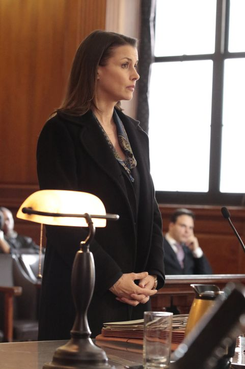 Erin (Bridget Moynahan) hat ein Problem: Ein wichtiger Zeuge ist nicht vor Gericht erschienen, da er von der Gegenseite bedroht wird. Ohne Aussage h... - Bildquelle: Giovanni Rufino 2016 CBS Broadcasting Inc. All Rights Reserved