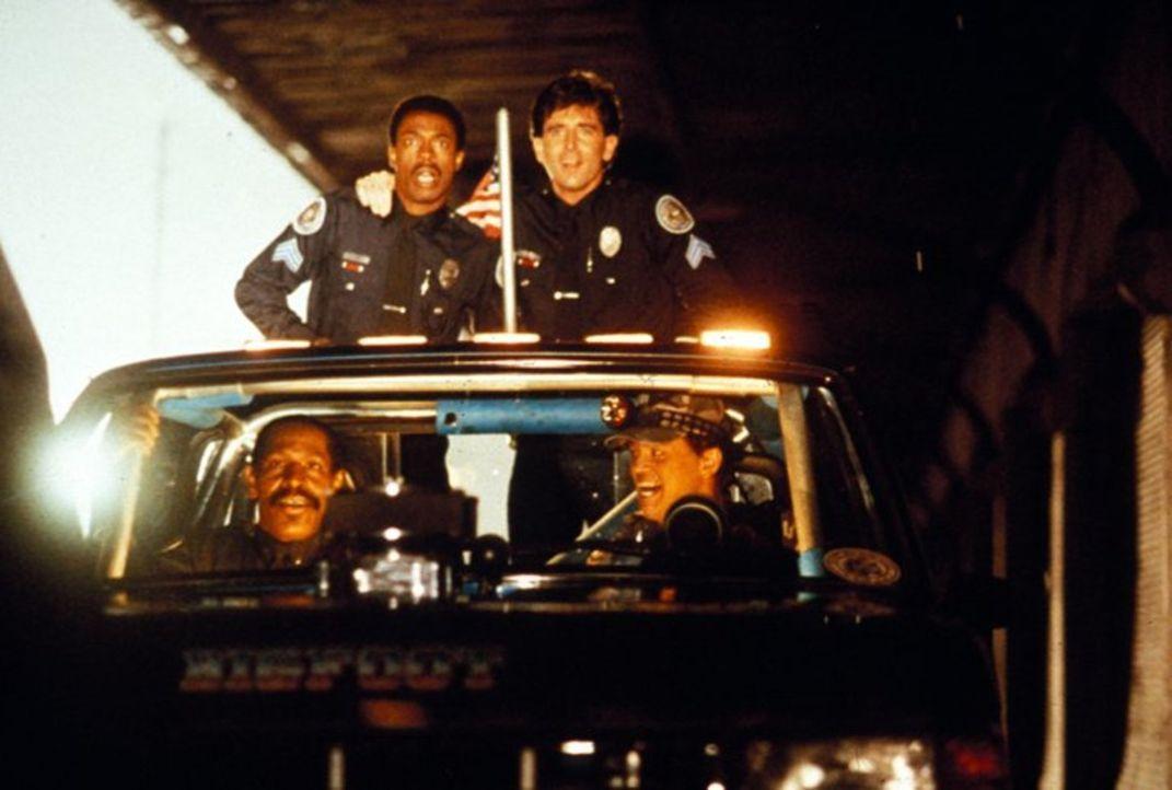 Das irre Police Academy-Team: Sergeant Larvell Jones (Michael Winslow, oben l.), Nick (Matt McCoy, oben r.), Lieutenant Moses Hightower (Bubba Smith... - Bildquelle: Warner Brothers International