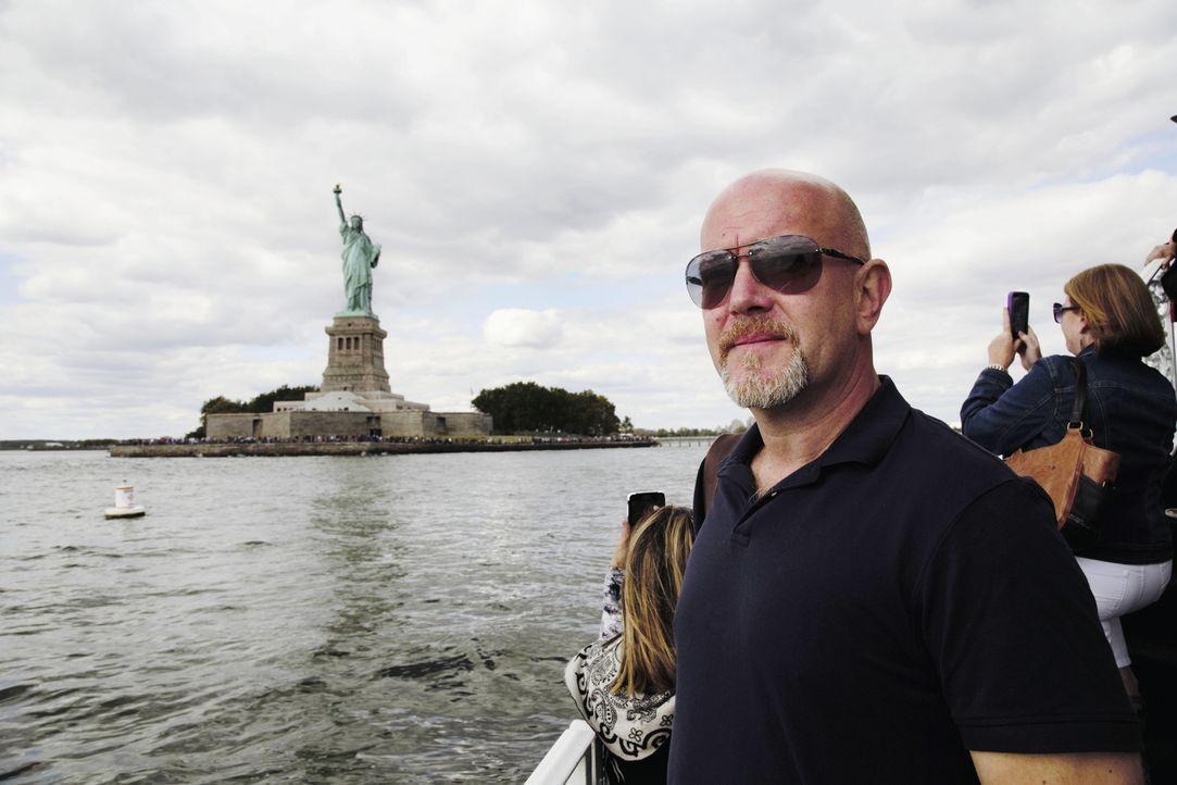 New York, New York! Peter Giesel schaut sich ganz genau um. - Bildquelle: kabel eins