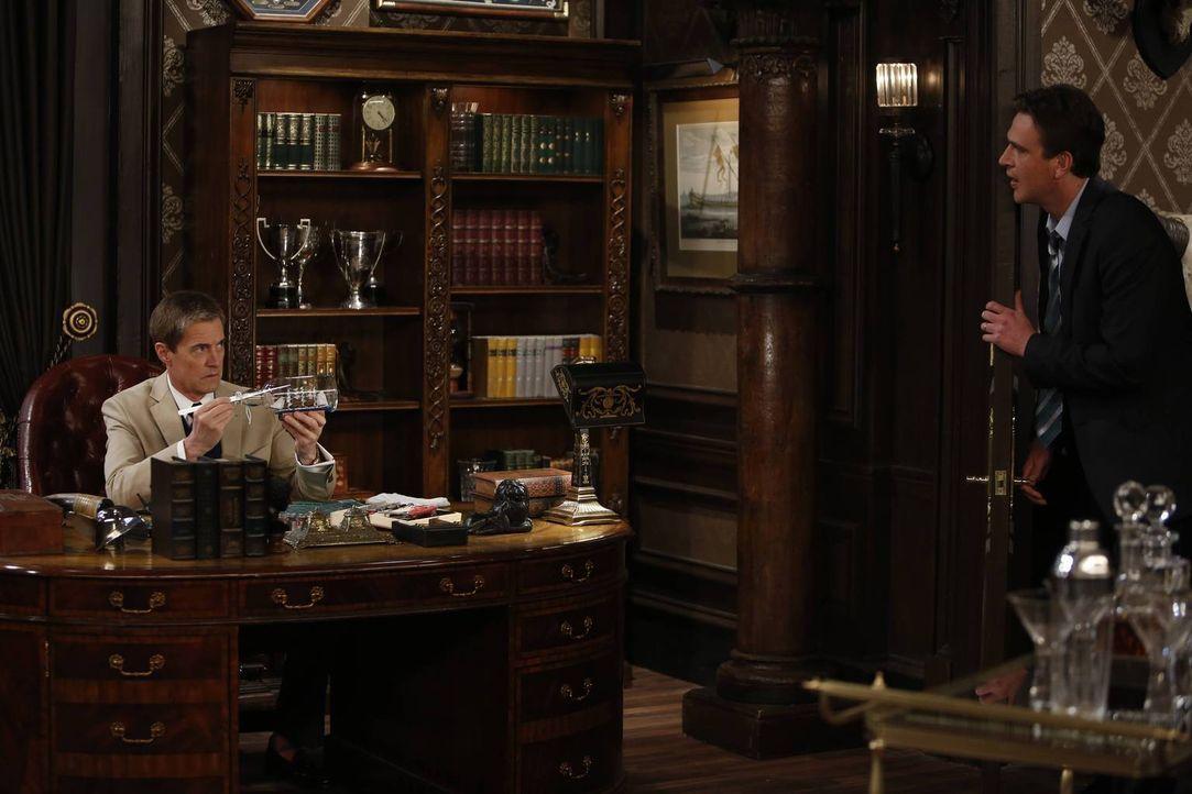 Nachdem Lily das Angebot des Captains (Kyle MacLachlan, l.) ausgeschlagen hat, möchte Marshall (Jason Segel, r.) mit ihm sprechen. Werden Lily und M... - Bildquelle: 2013 Twentieth Century Fox Film Corporation. All rights reserved.