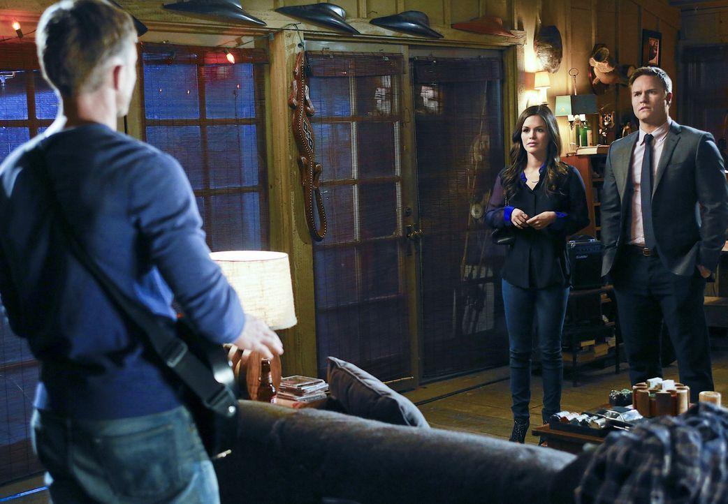 Als Zoe (Rachel Bilson, M.) sich mal wieder in Wades (Wilson Bethel, l.) Angelegenheiten einmischt und ausgerechnet Goerge (Scott Porter, r.) in sei... - Bildquelle: Warner Bros.