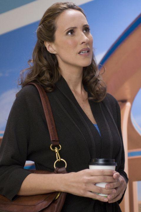 Entgegen aller Ratschläge geht Francesca (Angélica Castro) sofort zu der lebensgefährlich verwundeten Mary ins Krankenhaus ... - Bildquelle: USA Network