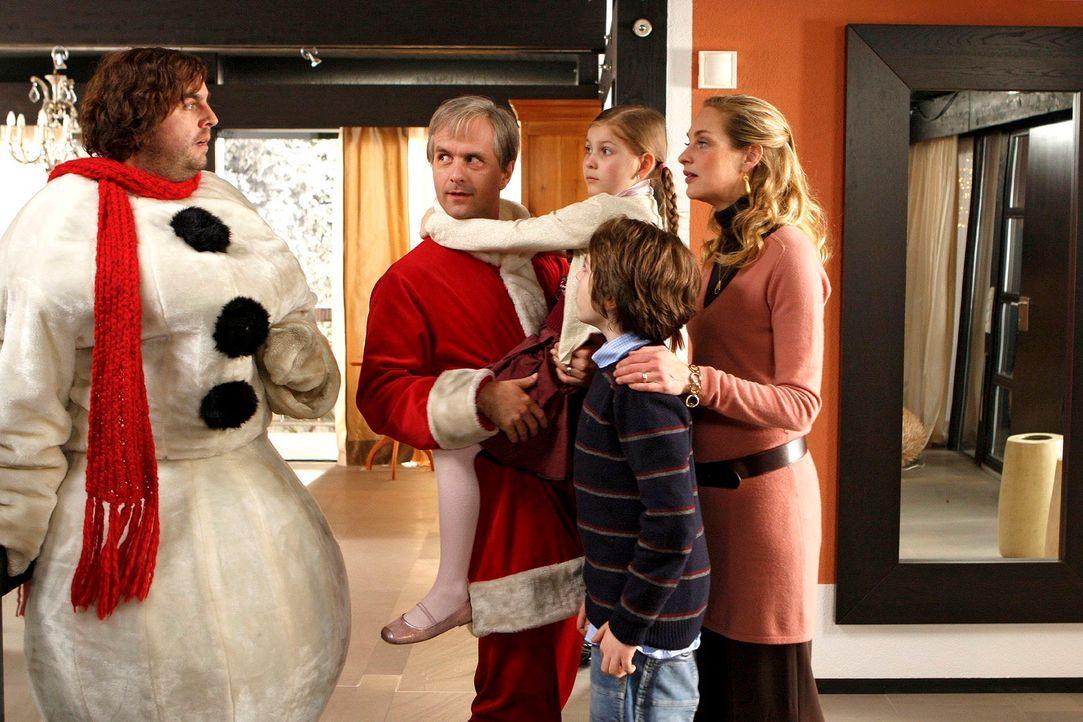 Zwei-Weihnachtsmaenner5 - Bildquelle: Sat.1