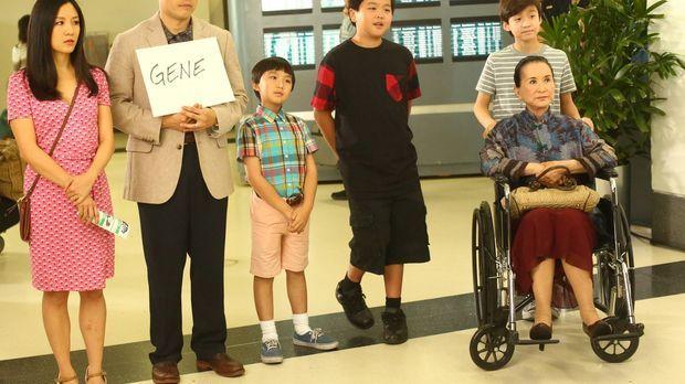Louis' (Randall Park, 2.v.l.) Bruder Gene reist aus Taiwan an, um ihm und dem...