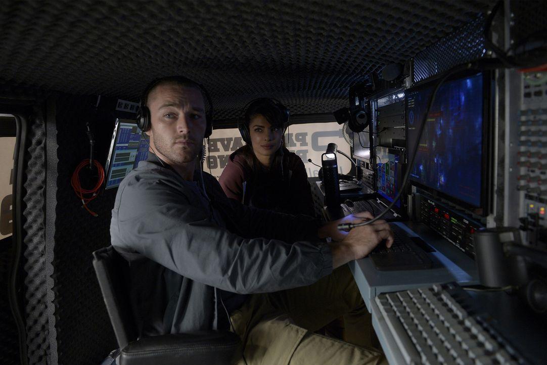 Eine neue Aufgabe wartet auf Alex (Priyanka Chopra, r.) und Ryan (Jake McLaughlin, l.) ... - Bildquelle: Philippe Bosse 2015 ABC Studios