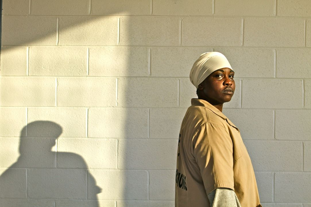Wenn einer weiß, wie die Geschäfte hinter den dicken Mauern des Matro State Gefängnisses ablaufen, dann die verurteilte Mörderin Anjail Muhammad ...... - Bildquelle: Peter Hutchens part2pictures
