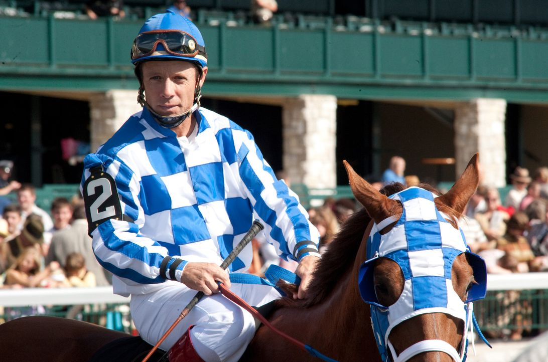 Der Vierbeiner Secretariat soll mit Hilfe seines Jockeys Ron Turcotte (Otto Thorwarth) den Triple Crown gewinnen. Keine leichte Aufgabe für das jun... - Bildquelle: John Bramley Disney Enterprises, Inc.  All rights reserved