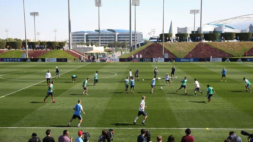 Bayern München hält am Trainingslager in Katar fest - Bildquelle: AFPSIDKARIM JAAFAR